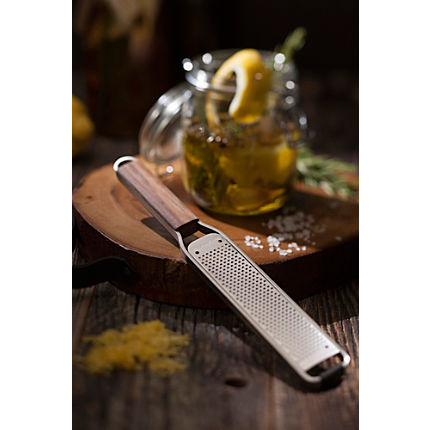 Zoom: Microplane Reibe