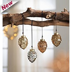 4 hangning decoration pine cones